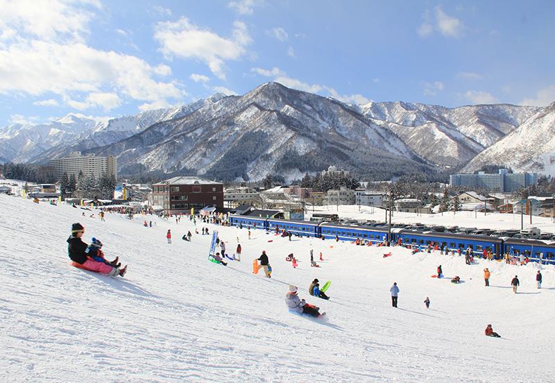 湯沢中里スキー場のゲレンデ風景